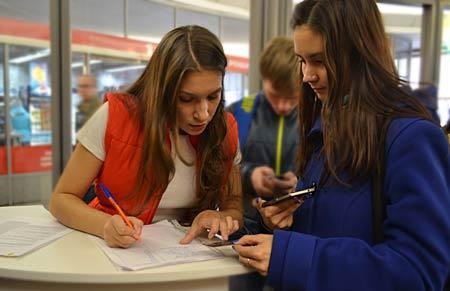 Пассажирам вручали сертификаты на посещение кинотеатра