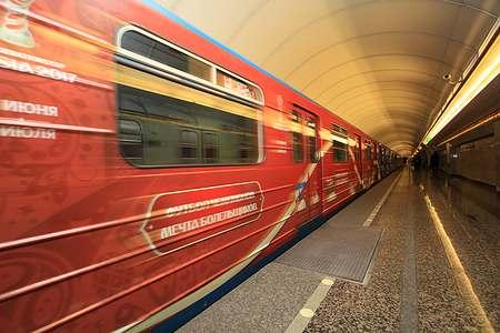 Впетербургском метро запустили поезд ссимволикой Кубка конфедераций