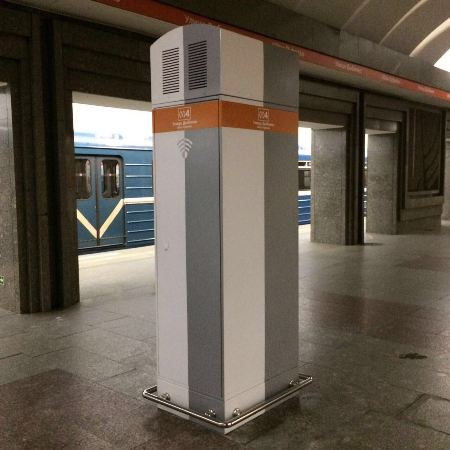 "Шкаф Wi-Fi на станции ""Улица Дыбенко"". Источник: http://www.metro.spb.ru"